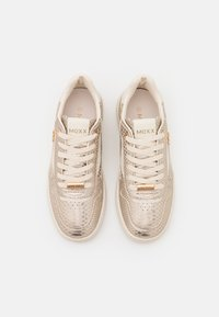 Mexx - GISELLE - Sneakers laag - gold - 5