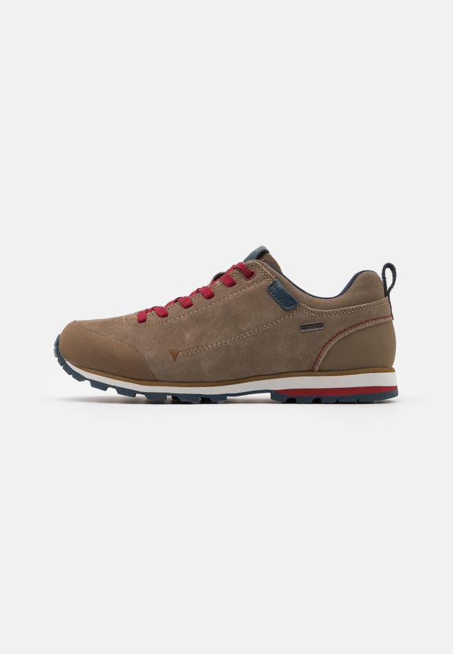 ELETTRA LOW SHOE WP - Hikingsko - castoro