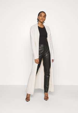 NA-KD X ZALANDO EXCLUSIVE - FLUFFY LONG CARDIGAN - Kardigan - white