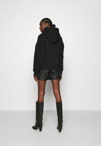 Gestuz - RUBI HOODIE - Sweatshirt - black - 2
