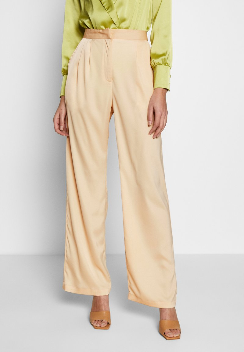 UNIQUE 21 - WIDE LEG TROUSER - Bukse - champagne