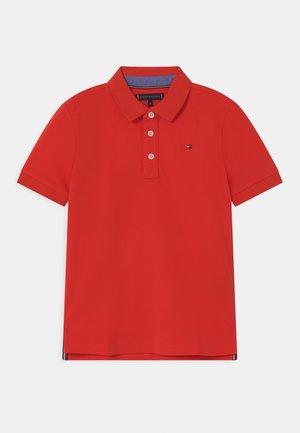 ESSENTIAL REGULAR FIT - Polo shirt - daring scarlet