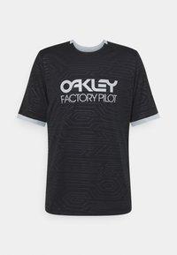 Oakley - PIPELINE TRAIL TEE - Print T-shirt - blackout - 0