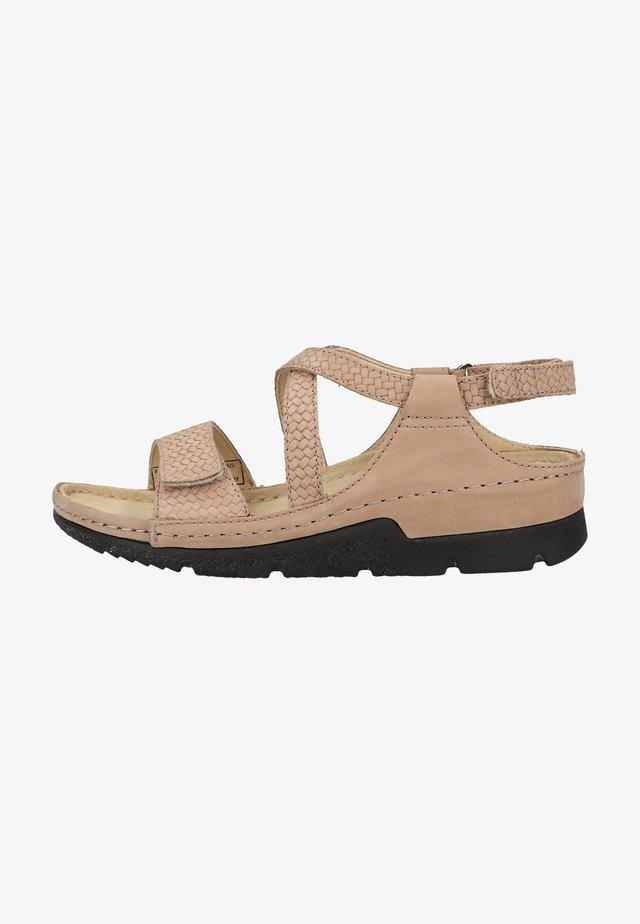 Sandały na koturnie - mattbraun