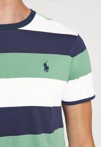 Polo Ralph Lauren - T-shirt med print - haven green - 5