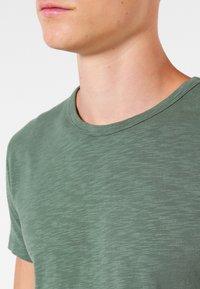 Samsøe Samsøe - LASSEN  - Basic T-shirt - duck green - 3