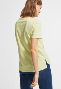 comma casual identity - Print T-shirt - lime placed woman - 2