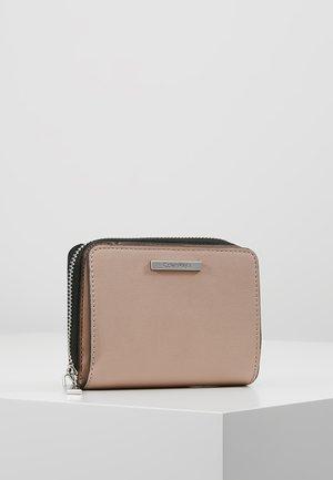 EXTENDED ZIP FLAP - Wallet - pink