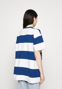 Levi's® - HEAVYWEIGHT ROADTRIP TEE - T-shirt con stampa - alyssa/estate blue - 2