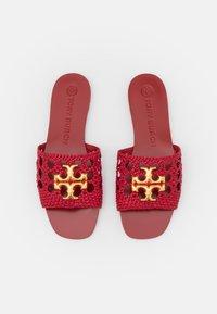 Tory Burch - ELEANOR WOVEN FLAT SLIDE - Pantofle - tory red - 4