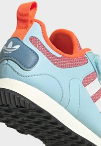 adidas Originals - ZX 700 SHOES - Trainers - pink - 6