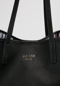 Guess - VIKKY LARGE  - Torba na zakupy - black - 7