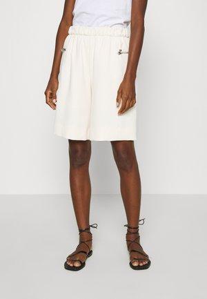 TRAVEL CREPE  - Shorts - white