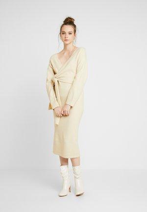 TIE FRONT DETAIL DRESS - Robe pull - beige