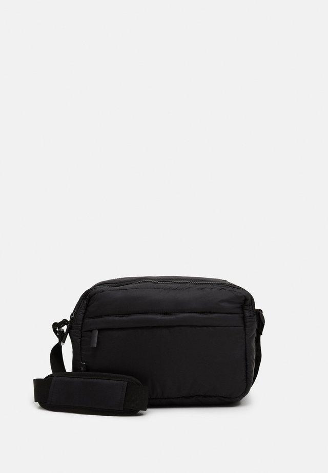 PUFFY SPORT SQUARE - Across body bag - black