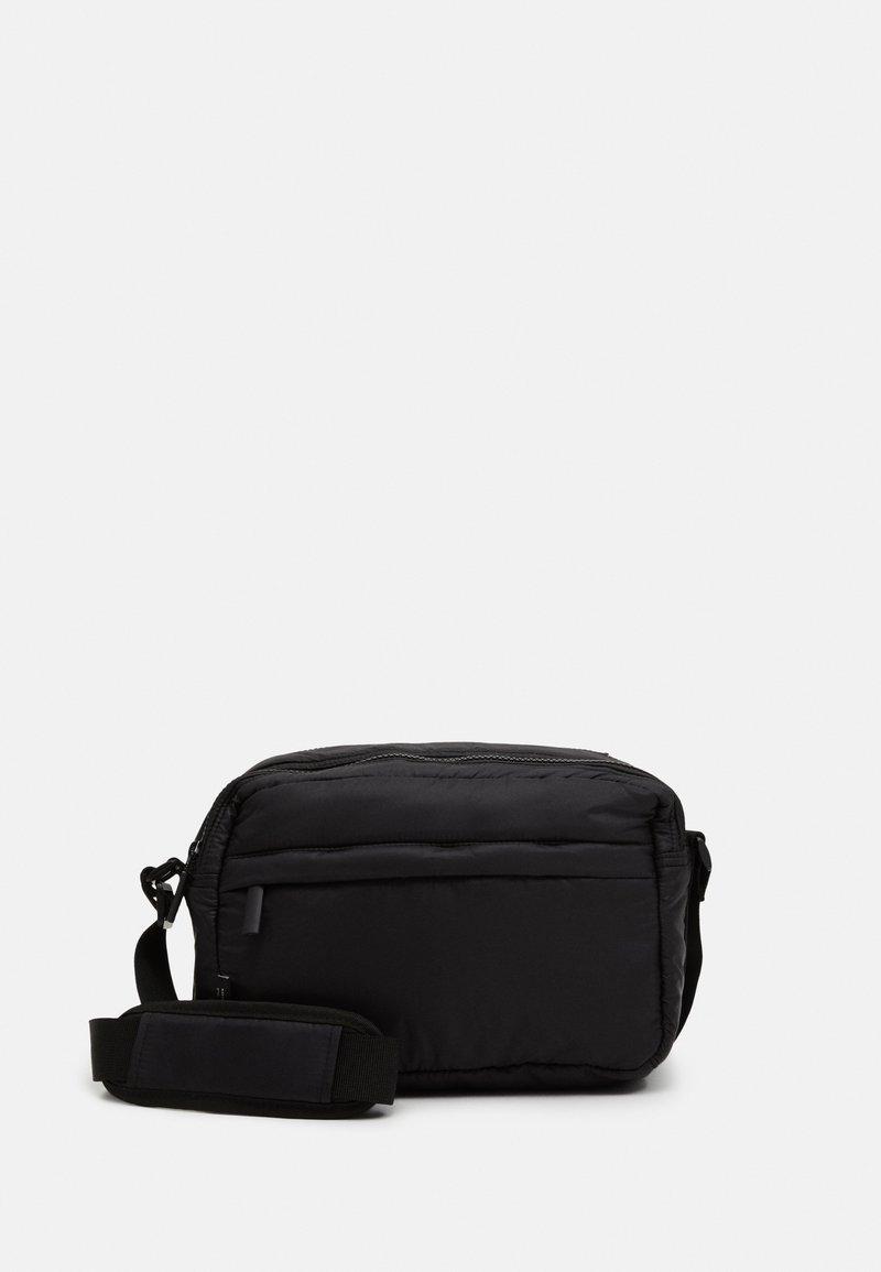 DAY ET - PUFFY SPORT SQUARE - Across body bag - black
