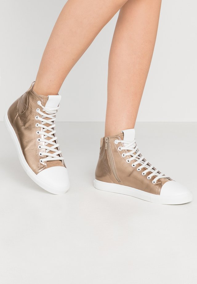 BASE - High-top trainers - gold/bianco