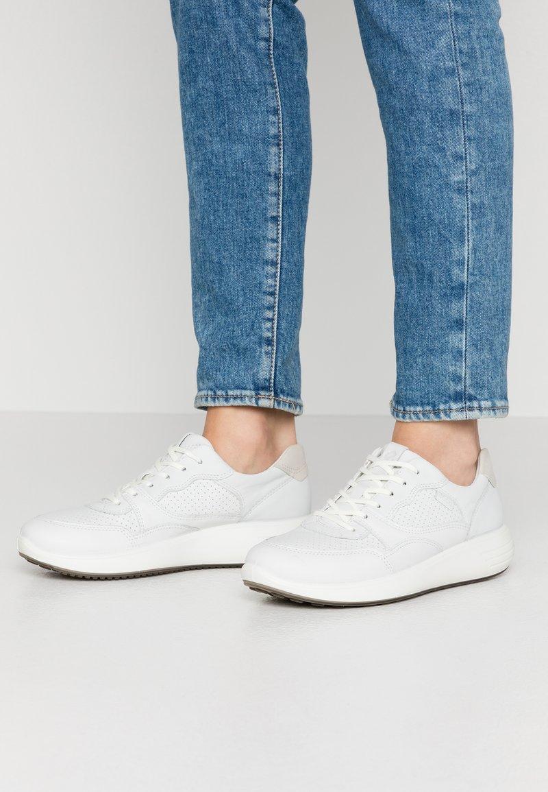 ECCO - SOFT 7 RUNNER - Sneakersy niskie - white/shadow white