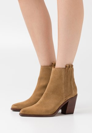 CHEYNE - Ankle boots - tabacco
