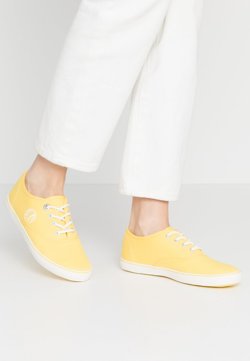 s.Oliver - LACE-UP - Tenisky - yellow