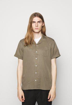 CAVE - Skjorter - olive