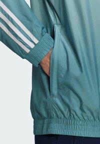 adidas Originals - ADICOLOR 3D TREFOIL 3-STRIPES OMBRÉ TRACK TOP - Training jacket - white - 5