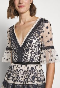 Needle & Thread - MIDSUMMER DRESS - Vestido de cóctel - champagne/black - 6