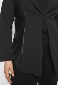 CAPSULE by Simply Be - PU BLAZER - Short coat - black - 5