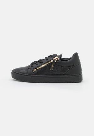 LEGACY CROC - Sneakersy niskie - black