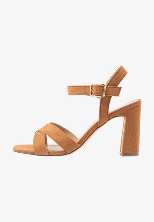 SELENA BLOCK  - Sandály na vysokém podpatku - tan