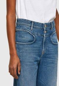 Diesel - DE-REGGYNAL-SP - Relaxed fit jeans - light blue - 3