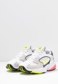 adidas Originals - FALCON 2000 - Sneakersy niskie - solar yellow/raw white - 6