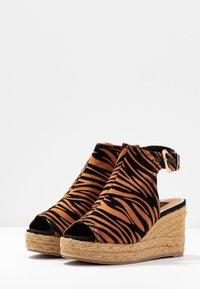 River Island Wide Fit - Højhælede sandaletter / Højhælede sandaler - orange - 4