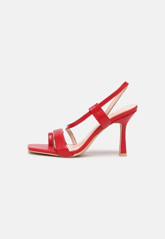 JERRYS - Sandály s odděleným palcem - red