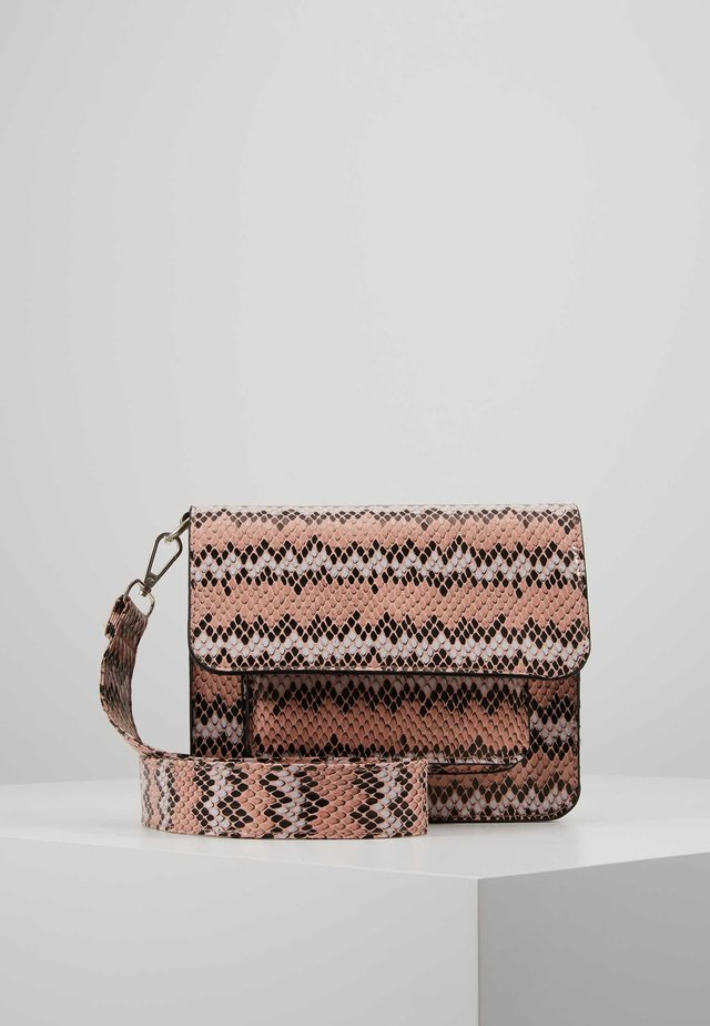 CAYMAN SNAKE POCKET - Schoudertas - pink