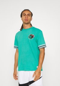 Mitchell & Ness - NBA VANCOUVER GRIZZLIES FINAL SECONDS TEE - Club wear - teal - 0