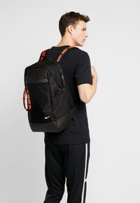Nike Sportswear - ESSENTIALS UNISEX - Ryggsekk - black/white - 1