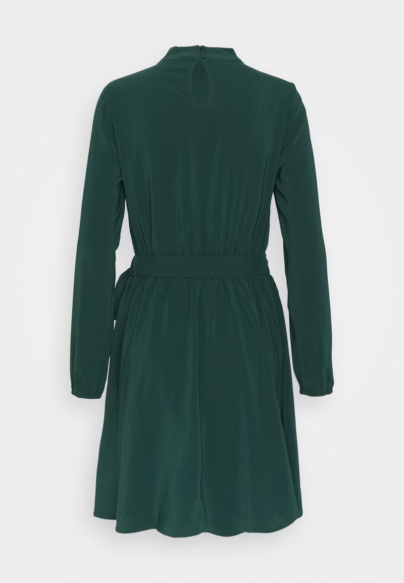 Vila VIGORA TIE BELT HIGHNECK DRESS - Freizeitkleid - pine grove/grün CZwZzV