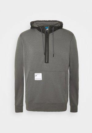 HOODIE - Luvtröja - iron grey/black