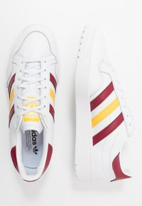 adidas Originals - TEAM COURT - Baskets basses - footwear white/collegiate burgundy/glow - 1