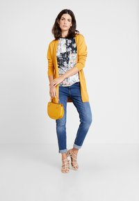 s.Oliver - SHAPE - Slim fit jeans - blue/stone wash - 1