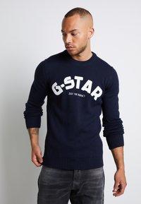 G-Star - VARSITY FELT R KNIT L\S - Trui - sartho blue - 0