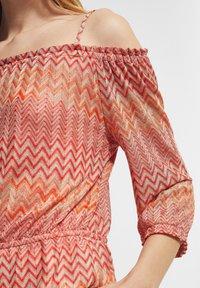 comma - Jumper - coral zic zac knit - 3
