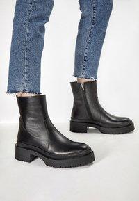 Inuovo - Platform ankle boots - black blk - 0