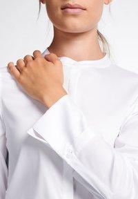 Eterna - LANGARM MODERN CLASSIC - Button-down blouse - weiß - 2