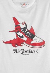 Jordan - TAKEOFF - Print T-shirt - white - 2