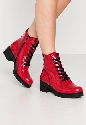 Platform ankle boots - red
