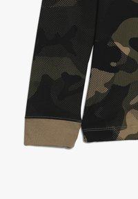 Nike Sportswear - CAMO - Langærmede T-shirts - beechtree/medium olive - 2