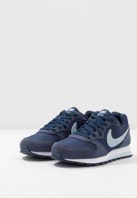 Nike Sportswear - MD RUNNER 2 PE  - Tenisky - midnight navy/light armory blue - 3