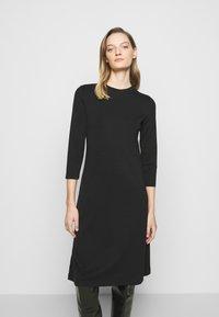 DRYKORN - FAGI - Žerzejové šaty - black - 0